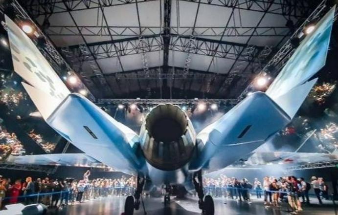"""苏-75""""将军""""亮相拿出的是原型机吗?它是如何对F-35构成压力的?"""