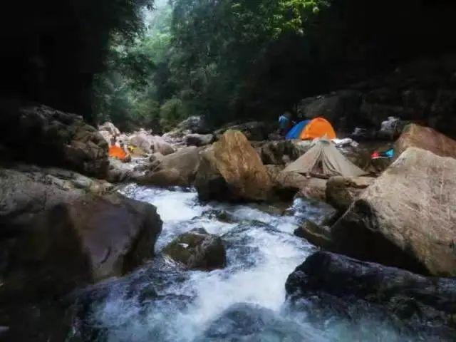 危险!广东26名驴友爬荒山遇山洪致2死