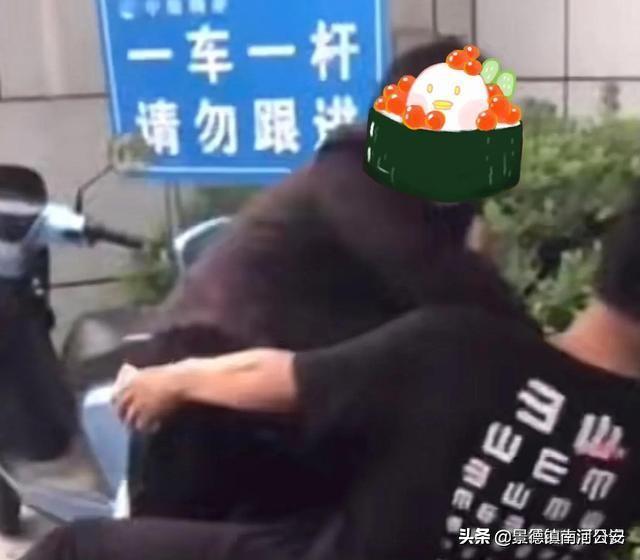 江苏一男子因未戴口罩与保安发生争吵,其母亲赶来劝解,结果母子大打出手