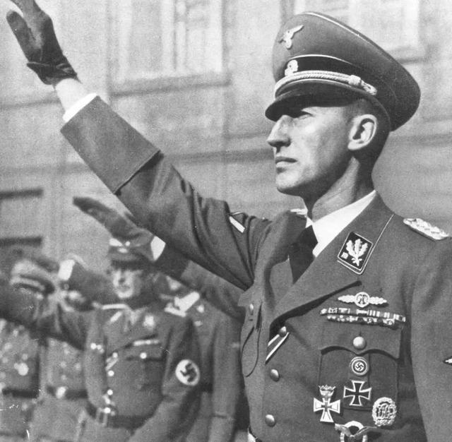 二战防御战之王海因里希,凭什么能超越莫德尔?