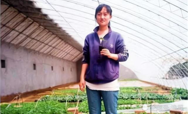 清华女博士放弃高薪回村种地,年收入800万,亲生父母差点认不出