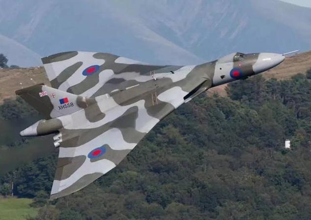 马岛战争中,火神轰炸机奔袭一万公里完成一次轰炸,值不值得?