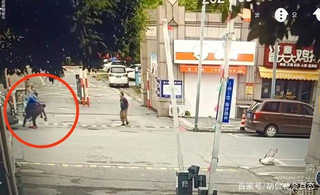 江苏南通城管怒摔老人的监控视频遭曝光,网友:老人不是垃圾!