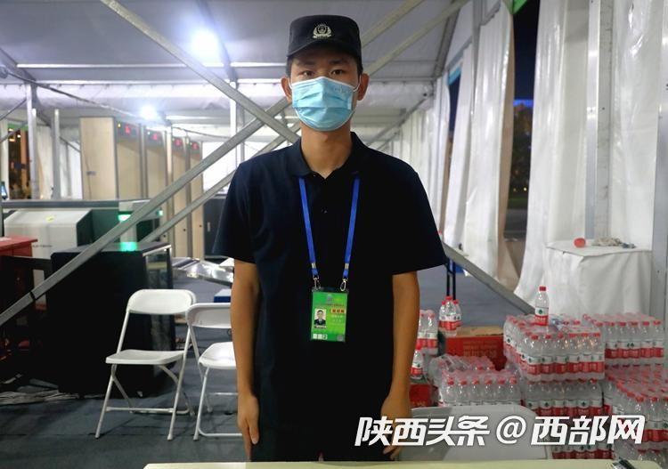 开幕式幕后丨安检工作人员宋二康:每天重复安检动作上百次