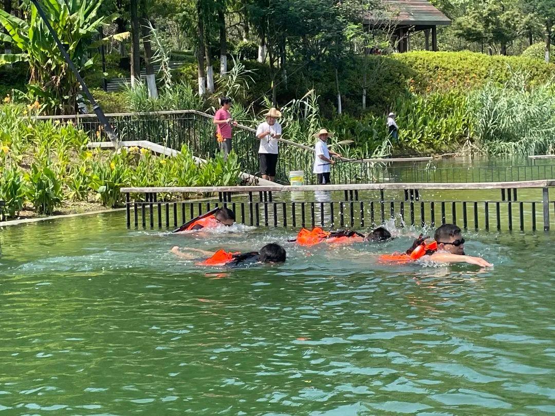 泳裤、人字拖……杭州警察游泳训练中顺手抓了个逃犯