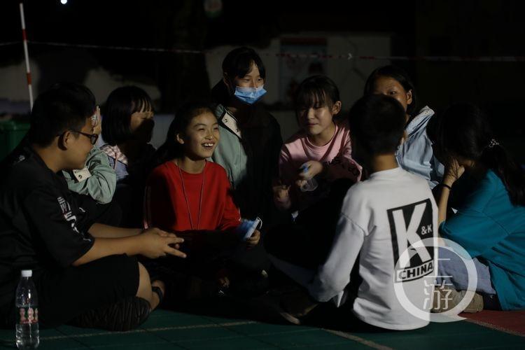 泸县地震安置点的第一夜
