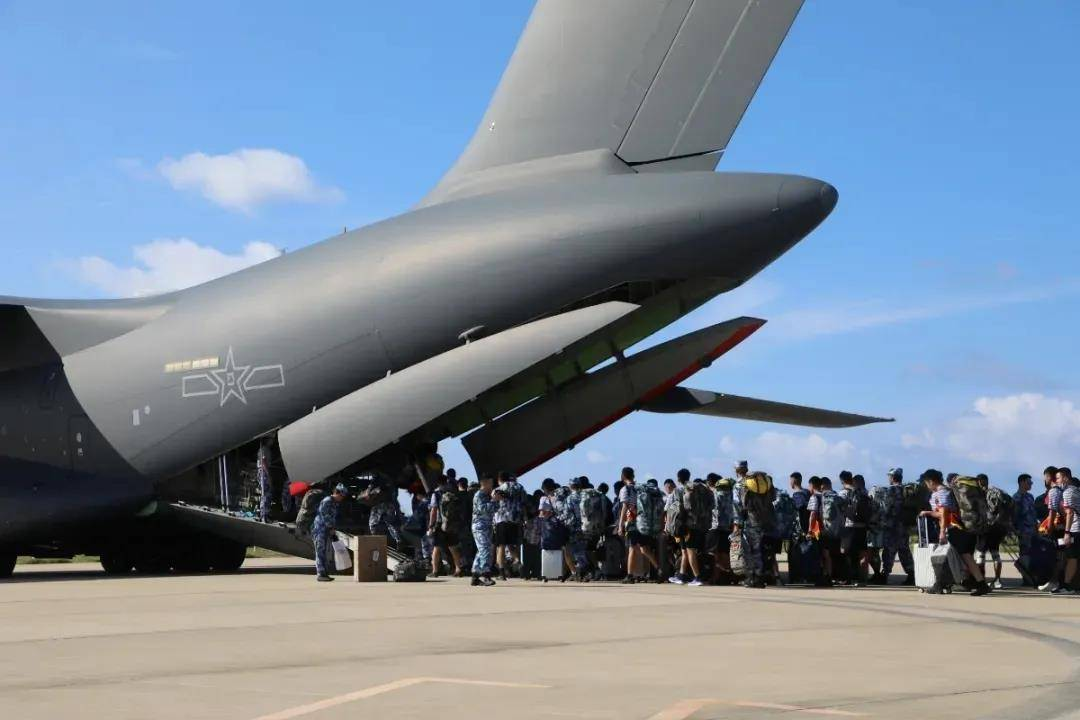 运-20接南海岛礁老兵回家!首次公开上岛,还是低可视