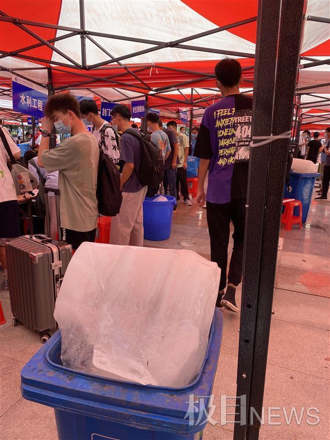 武汉一所大学来了14名小巨人,最矮的都有1米9