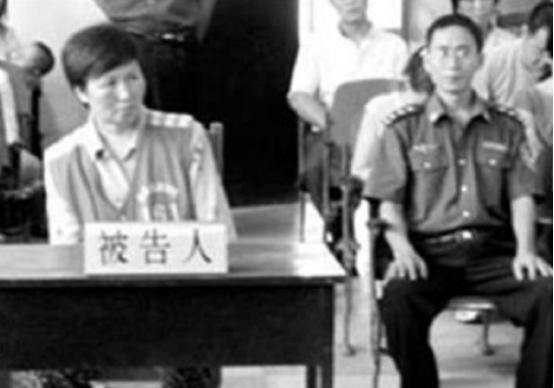 拐卖17个孩子的女贩子失踪,12年后在破旧窑洞找到,被打成脑血栓