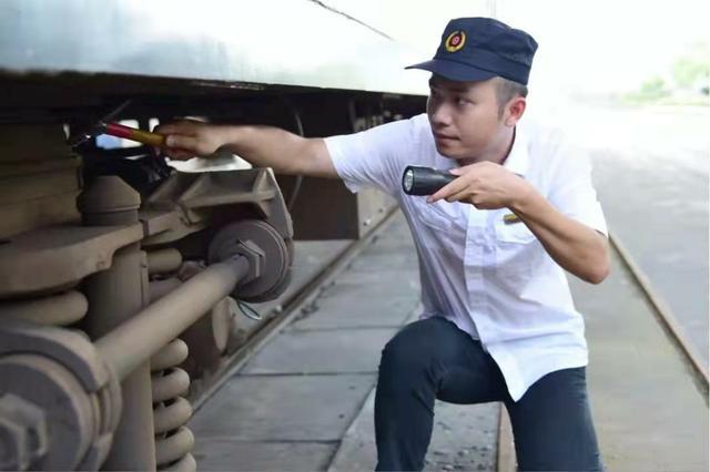 中国交通新闻|记全国五一劳动奖章获得者:福州车辆段颜其
