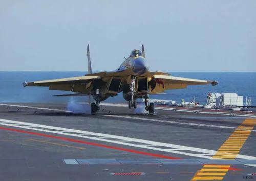 舰载机飞行员降落时如何知道自己是否已经勾住拦阻索呢?