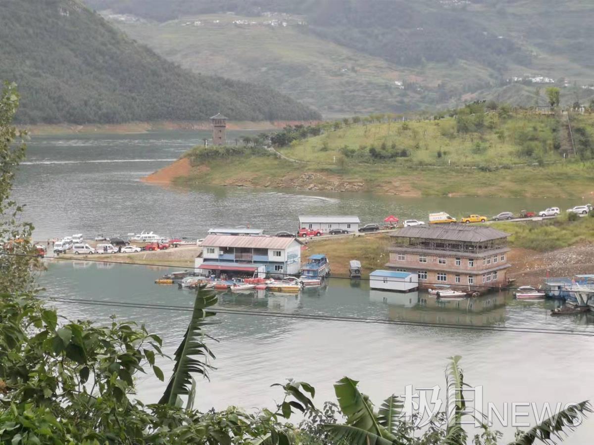 贵州翻船事故乘客多为学生,此前政府正修路可供孩子上学,但水路比陆路快很多