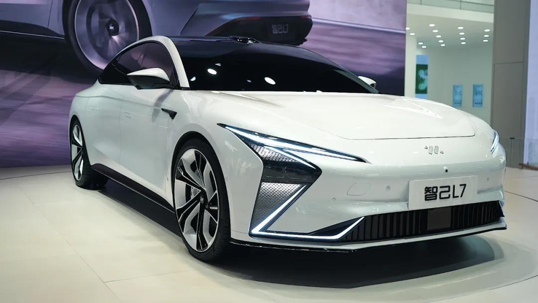 风阻系数低至0.21,预售价40.88万,智己汽车首款车型产品力分析