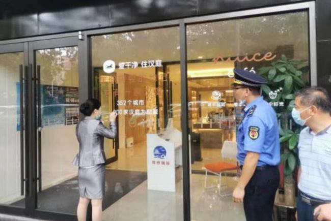 八大关中队联合多部门开展中秋节期间执法检查
