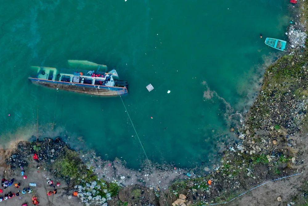 痛心!客船侧翻10人遇难5人失联,乘客多为放假回家学生