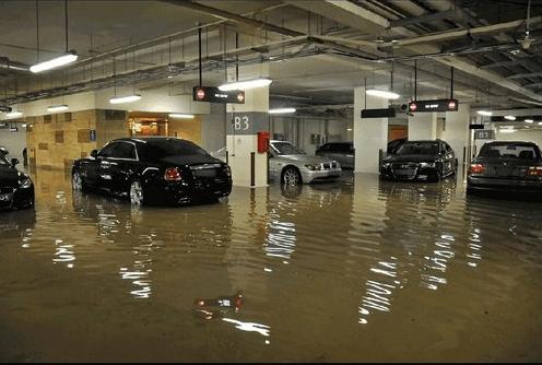 大水冲入地下停车场,保险公司接电话的小妹声音都哽
