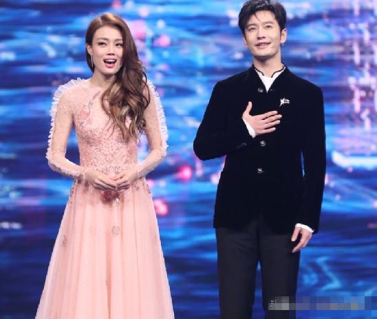 中秋晚会10位女星盛装出席,李宇春压轴连换两套衣服