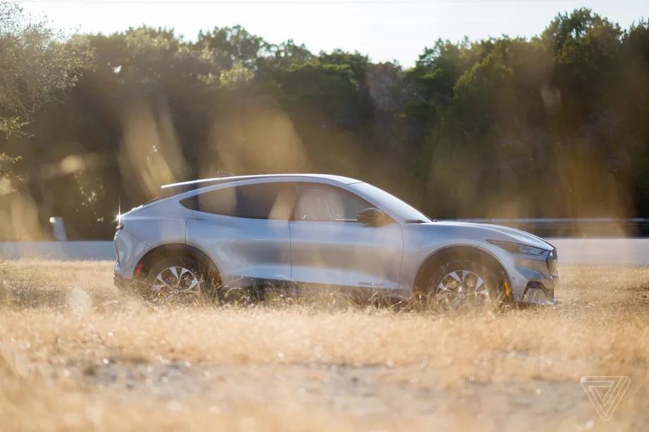 福特将与前特斯拉高管的创业公司一起回收其电动车电池