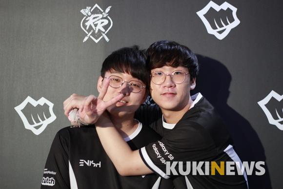 时隔多年老友再相聚,却成了对手!Ruler与CoreJJ将在世界赛D组相爱相杀