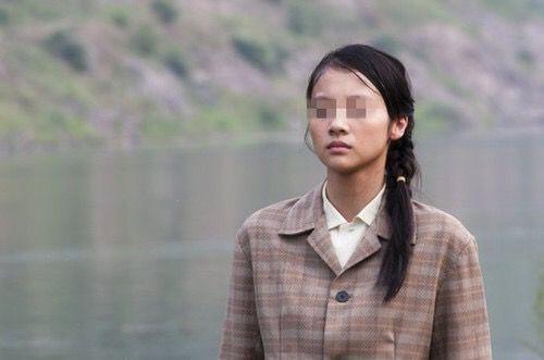 女子回村,途中大巴坠崖,除了她无人生还,七天后,大家才知真相
