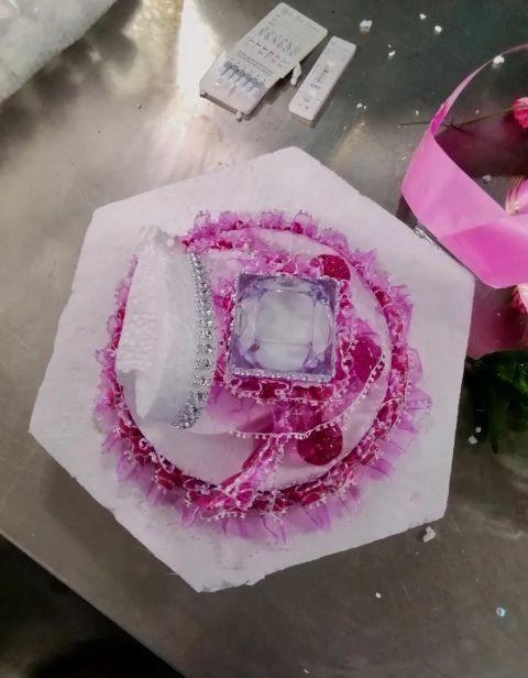 婚礼花篮藏冰毒