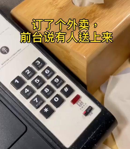 """上海:女子回国订餐看见高科技""""外卖小哥"""",直呼没见过世面"""