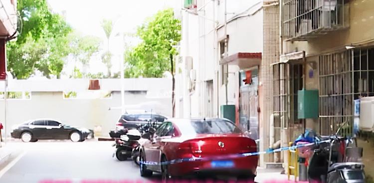 深圳3岁女童锁车内死亡细节:喝光车内3瓶水,疑父母打牌忘了女儿