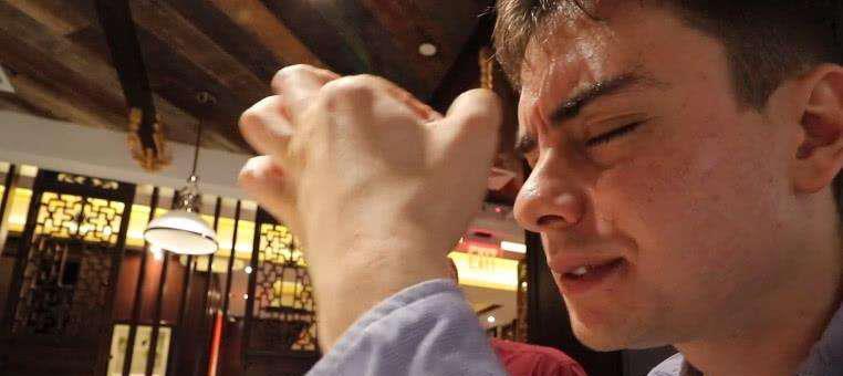 老外扬言一年吃遍中国,4年过去了,如今被困在这个省份出不去