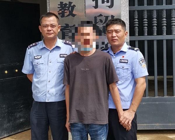 海南一男子在高速路上斗气别车被拘留五天