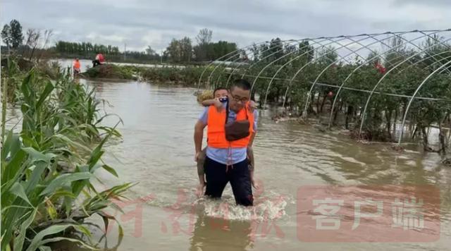 南阳遭遇强降雨 各项救援抢险正在进行