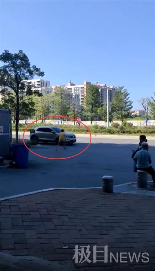 广东一男子多次冲向车流疑似碰瓷,视频让人提心吊胆