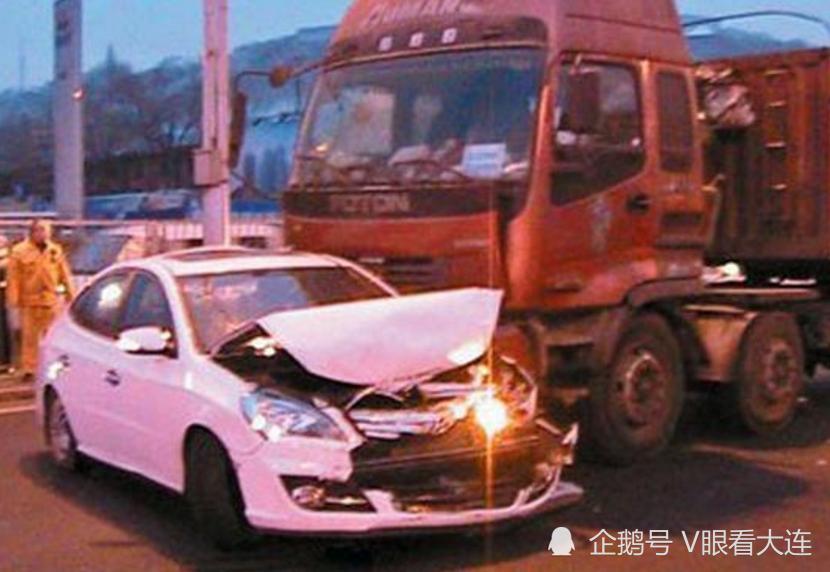 事发瓦房店:大货车冲进反道撞上轿车!轿车司机身亡