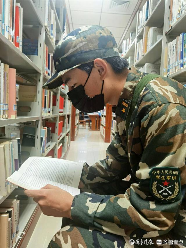 图书馆里的橄榄绿