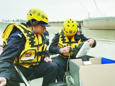 南京市公安局水上分局水下救捞队:同死神较量 和流水竞速