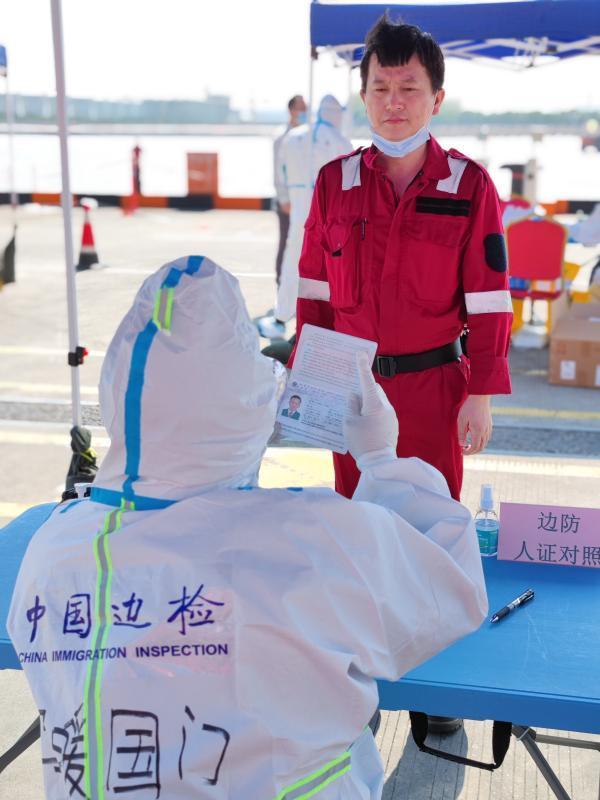 """完成第12次北极科考,""""雪龙2""""号回家了!上海边检靠"""