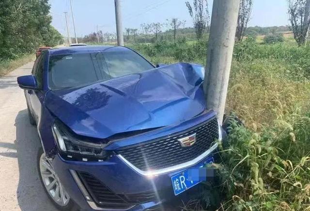 【文明交通】惊险!驾乘车辆上路,务必系好安全带!