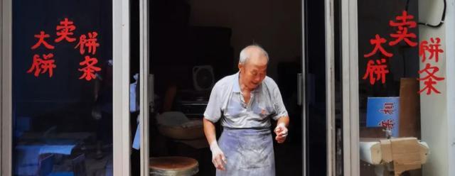 """沧州这位爱笑的""""大饼爷爷""""病倒了!一句话让人泪目"""