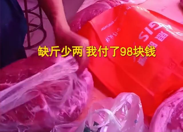 江苏苏州:男子买猪肉发现缺斤少两,带3瓶水测试秤让他傻眼了