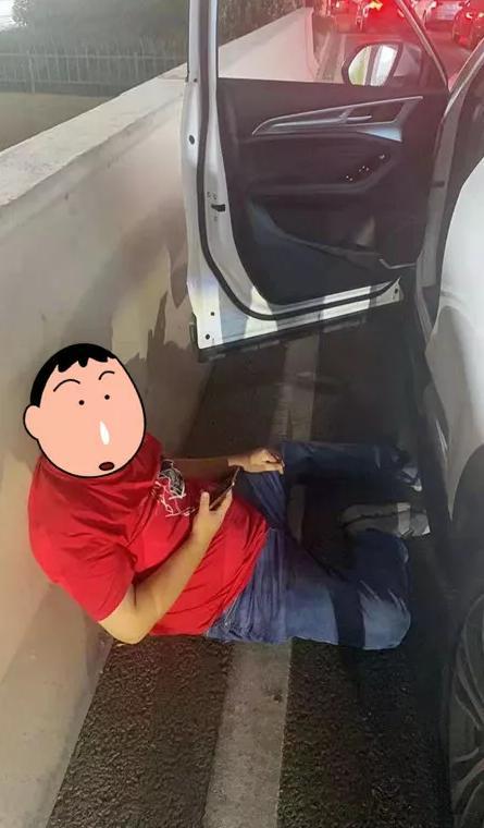 杭州早高峰,一辆轿车突然停下,司机瘫倒在路边!幸好...