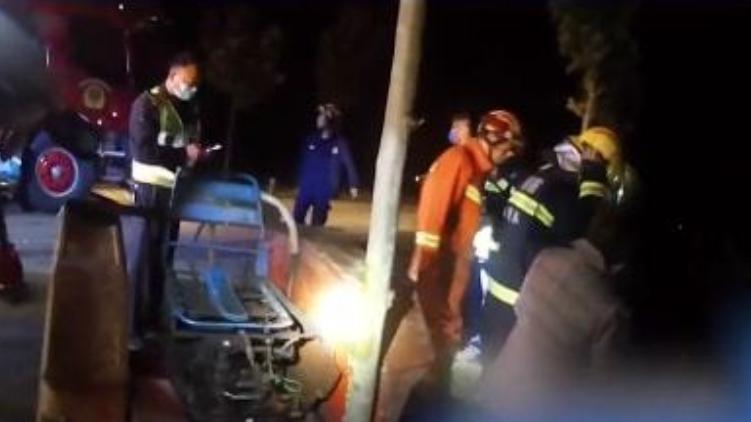 一男子撞车后给妹夫打电话求助,妹夫:你撞的就是我!