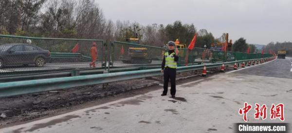 东吕高速山西平榆段水毁路面今日恢复半幅通行