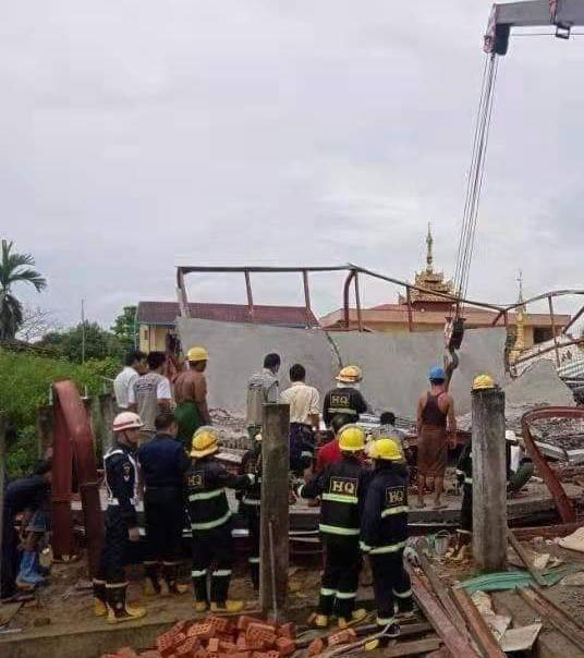 缅甸仰光一座在建房屋发生倒塌 多名建筑工人被困