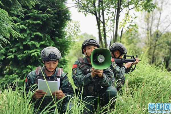 燃爆!武警贵州总队机动支队进行反劫持战斗行动演