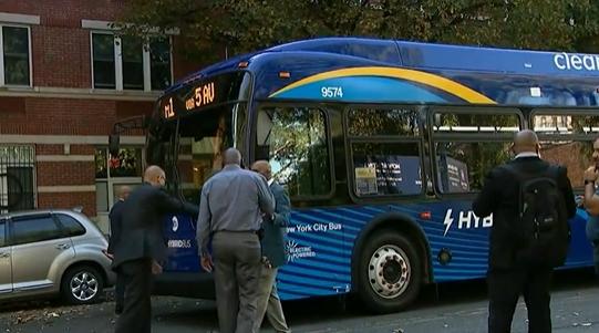 美国14岁男孩上公交时头部遭子弹擦伤 枪手在逃