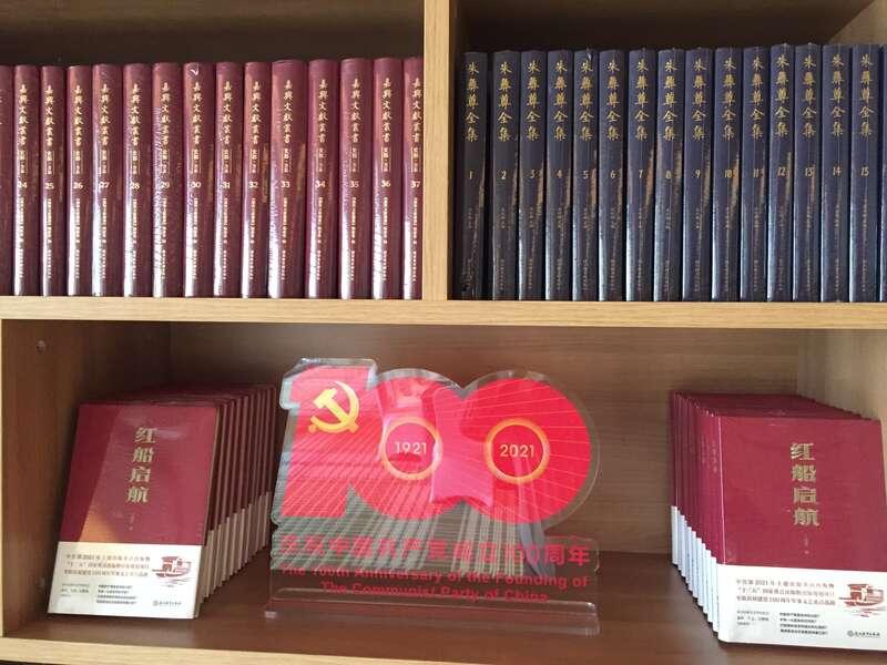 《红船启航》新书首发式在浙江嘉兴南湖举行