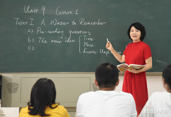 各地区教师工资条曝光,看到一线教师工资后,三线教师无法接受