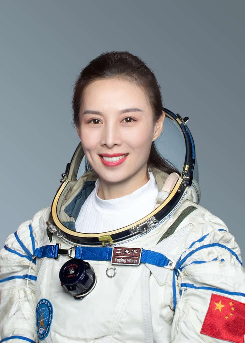 """王亚平:""""女儿让我去太空给她摘星星"""""""