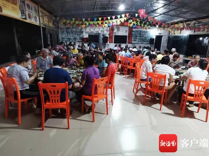 屯昌一村民连续10年重阳节宴请老人吃团圆饭