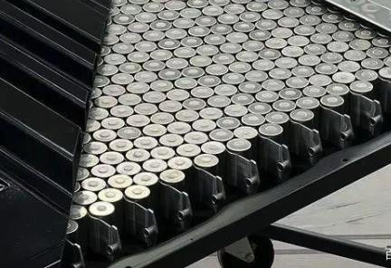 磷酸铁锂电池将会是汽车市场的短期需求