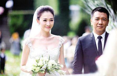 她是tvb当家花旦,丈夫比刘涛老公王珂更丑,最后嫁给知名导演